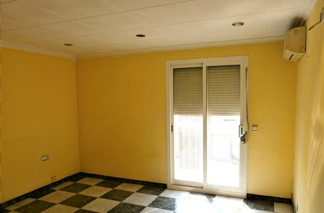 Piso en venta en L´asil, Sant Boi de Llobregat, Barcelona, Calle Rossello, 112.896 €, 3 habitaciones, 1 baño, 73 m2