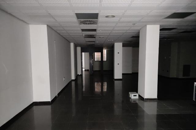 Local en venta en Lucena, Córdoba, Calle Julio Romero de Torres, 318.400 €, 196 m2
