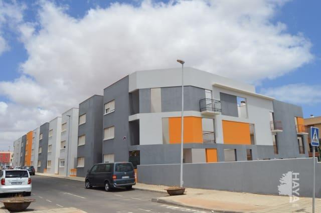 Piso en venta en Pol. Industrial Risco Prieto, Puerto del Rosario, Las Palmas, Calle El Combrillo, 98.000 €, 3 habitaciones, 2 baños, 92 m2