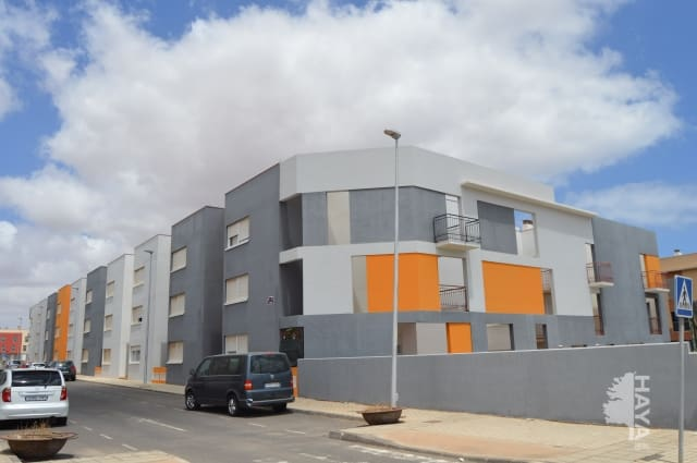 Piso en venta en Pol. Industrial Risco Prieto, Puerto del Rosario, Las Palmas, Urbanización Rosa Vila, 96.000 €, 3 habitaciones, 2 baños, 92 m2