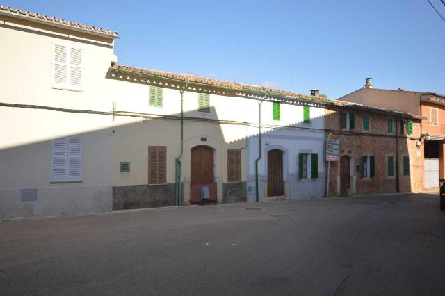 Piso en venta en Alaró, Baleares, Calle Mañolas, 180.000 €, 136 m2