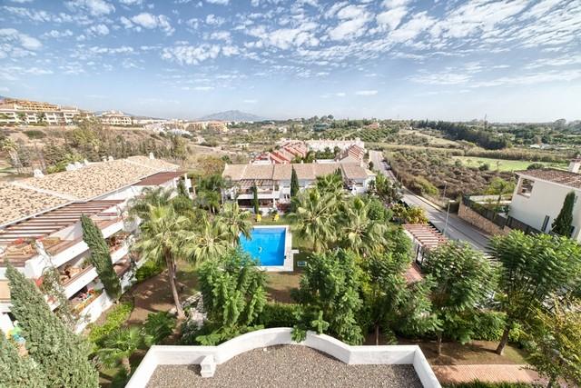 Piso en venta en Estepona, Málaga, Calle del Salmon, 239.000 €, 2 habitaciones, 2 baños, 148 m2