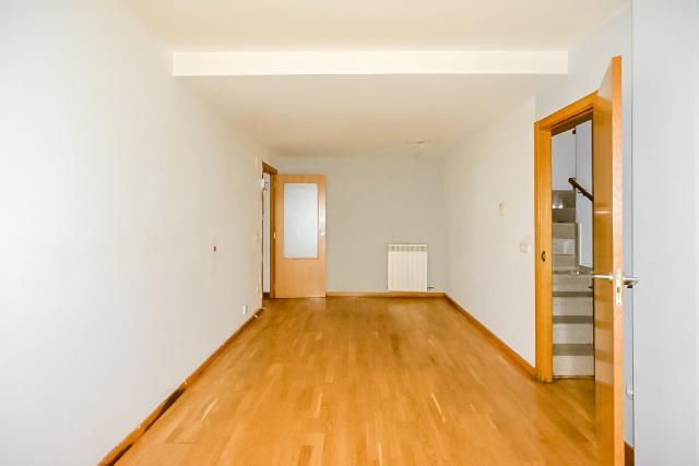Piso en venta en Figueres, Girona, Calle Caserna, 80.000 €, 1 habitación, 1 baño, 57 m2