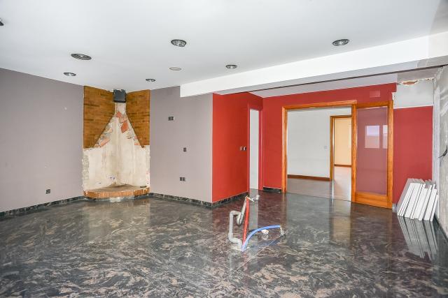 Piso en venta en Figueres, Girona, Calle Tapis, 379.000 €, 4 habitaciones, 2 baños, 766 m2
