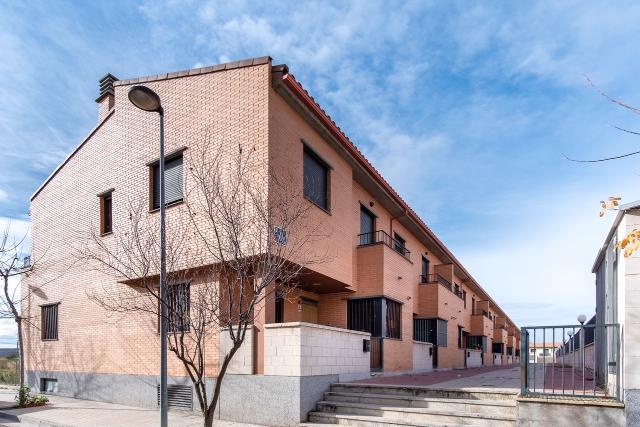 Casa en venta en Zuera, Zaragoza, Calle Sierra del Moncayo, 167.000 €, 4 habitaciones, 3 baños, 242 m2