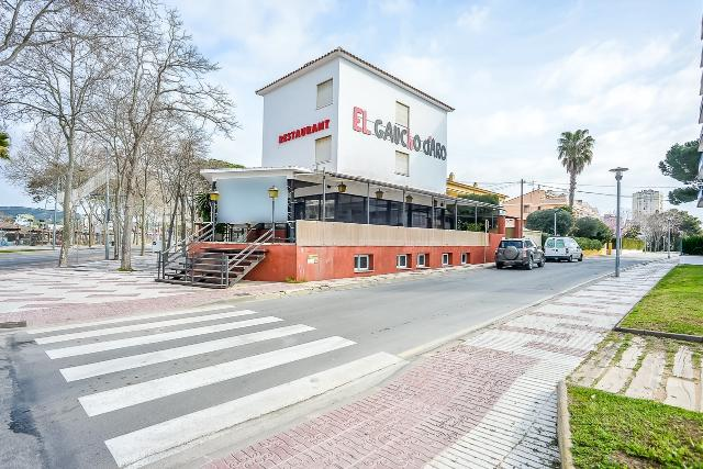 Piso en venta en Castell-platja D`aro, Girona, Calle Sant Sebastia, 270.000 €, 8 habitaciones, 4 baños, 151 m2