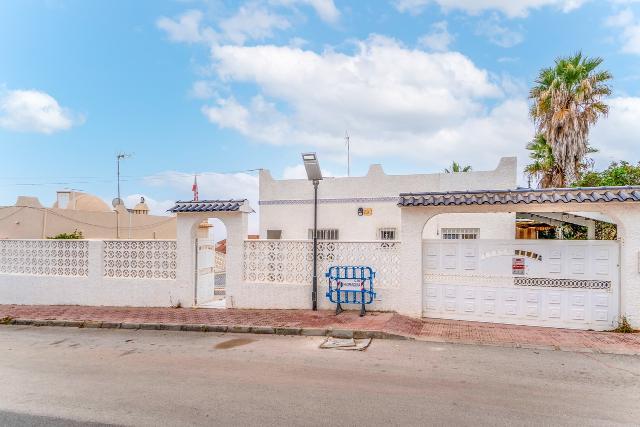Casa en venta en Orihuela, Alicante, Carretera San Miguel de Salinas, 183.000 €, 3 habitaciones, 2 baños, 157 m2