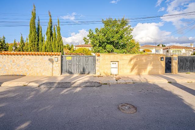 Casa en venta en La Nucia, Alicante, Calle la Palmeras, 305.000 €, 3 habitaciones, 2 baños, 195 m2