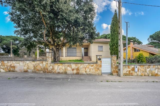 Casa en venta en Caldes de Malavella, Girona, Calle Calonge, 385.000 €, 4 habitaciones, 2 baños, 348 m2