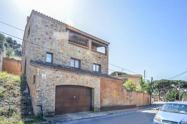 Casa en venta en Residencial Begur, Regencós, Girona, Calle Ramon Llull, 656.000 €, 4 habitaciones, 3 baños, 343 m2