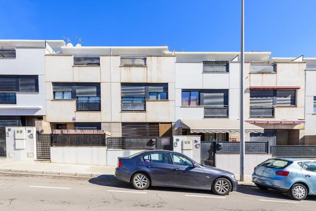 Casa en venta en Grupo San Cristóbal, L` Alcora, Castellón, Avenida Corts Valencianes, 153.000 €, 3 habitaciones, 3 baños, 188 m2