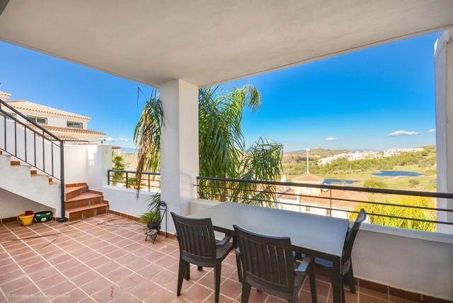 Piso en venta en Alhaurín El Grande, Málaga, Carretera A-404, 285.000 €, 3 habitaciones, 2 baños, 218 m2
