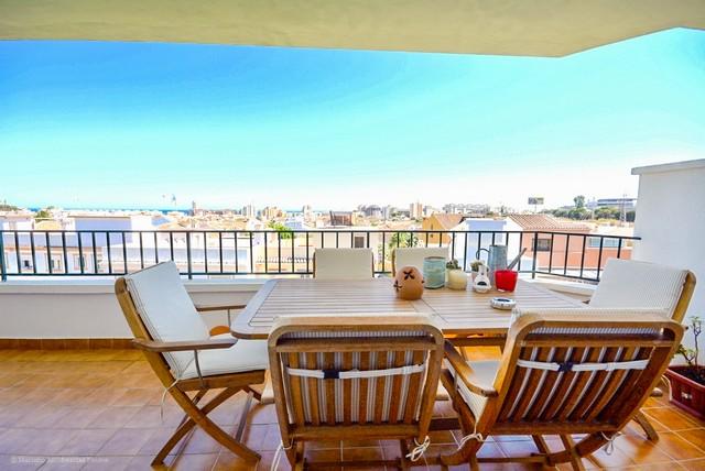Piso en venta en Fuengirola, Málaga, Calle los Vecinos, 170.350 €, 2 habitaciones, 1 baño, 71 m2