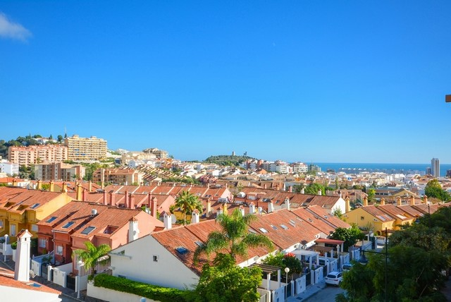 Piso en venta en Fuengirola, Málaga, Calle Malvarosa, 239.500 €, 2 habitaciones, 2 baños, 100 m2