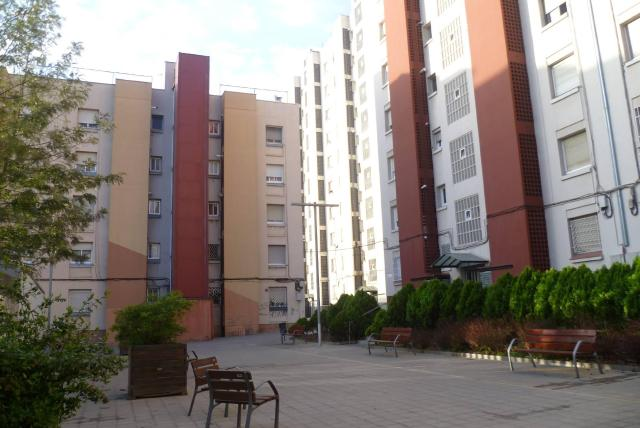 Piso en venta en Vila Vella, Sant Vicenç Dels Horts, Barcelona, Plaza Miguel Julia, 120.000 €, 2 habitaciones, 1 baño, 68 m2