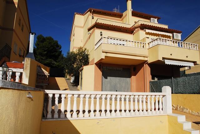 Casa en venta en El Castell de Montornès, la Pobla de Montornès, Tarragona, Calle Lespinot, 132.000 €, 3 habitaciones, 2 baños, 122 m2