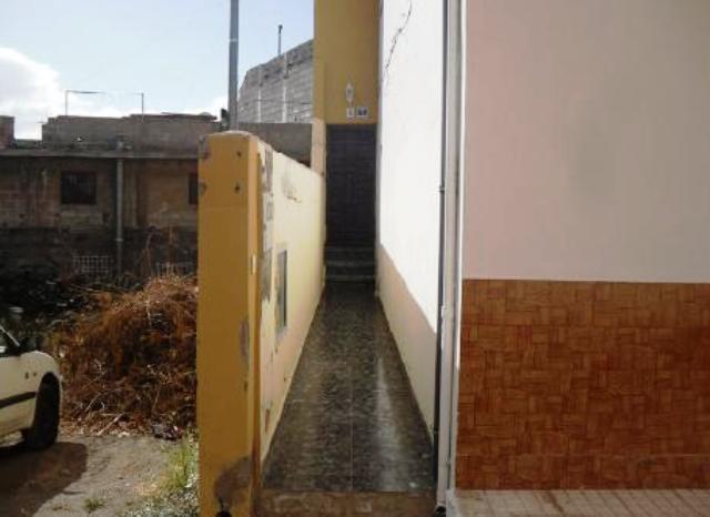 Casa en venta en La Camella, Arona, Santa Cruz de Tenerife, Calle Magarza, 196.000 €, 3 habitaciones, 2 baños, 270 m2