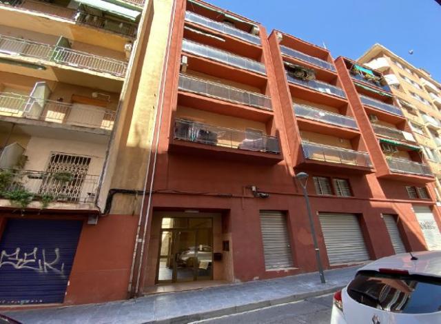 Piso en venta en Tarragona, Tarragona, Calle de Castaños, 89.000 €, 97 m2
