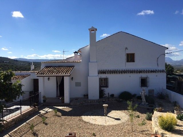 Casa en venta en Alcalá la Real, Jaén, Carretera la Grajeras, 169.000 €, 3 habitaciones, 3 baños, 240 m2
