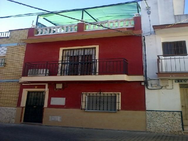 Casa en venta en Sur, Sevilla, Sevilla, Calle Siguenza, 130.000 €, 3 habitaciones, 2 baños, 135 m2