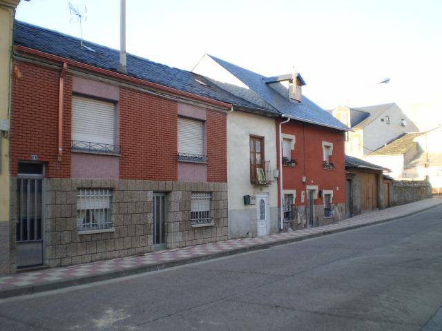 Casa en venta en Bembibre, León, Calle Arturo Garcia Alonso, 25.900 €, 2 habitaciones, 1 baño, 145 m2