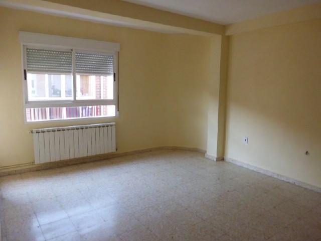 Piso en venta en Zona Feria, Albacete, Albacete, Calle San Pablo, 67.500 €, 3 habitaciones, 1 baño, 92 m2