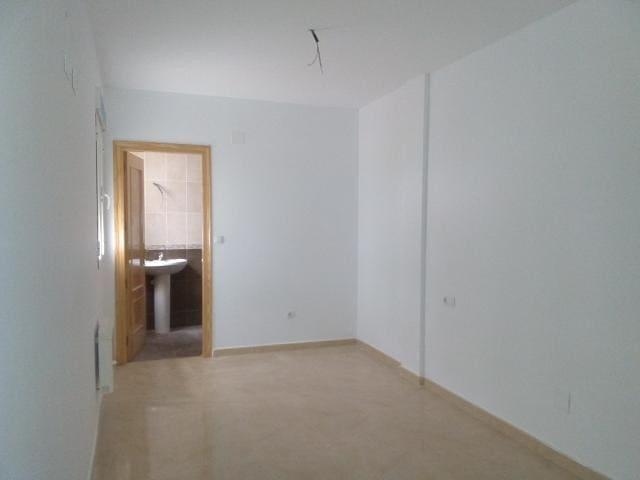 Piso en venta en Tobarra, Albacete, Calle Francisco Cano Fontecha, 83.000 €, 3 habitaciones, 1 baño, 126 m2