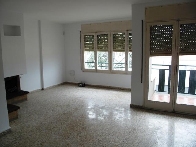 Piso en venta en Xalet del Robert, Torelló, Barcelona, Calle Manlleu, 98.000 €, 4 habitaciones, 1 baño, 108 m2