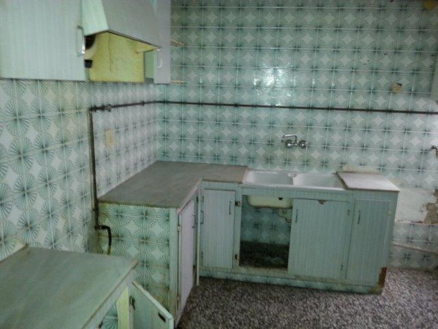 Piso en venta en Castellón de la Plana/castelló de la Plana, Castellón, Calle Vázquez Mella, 59.200 €, 4 habitaciones, 1 baño, 91 m2