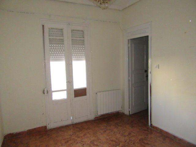 Piso en venta en Logroño, La Rioja, Calle Escuelas Pias, 67.900 €, 3 habitaciones, 1 baño, 78 m2