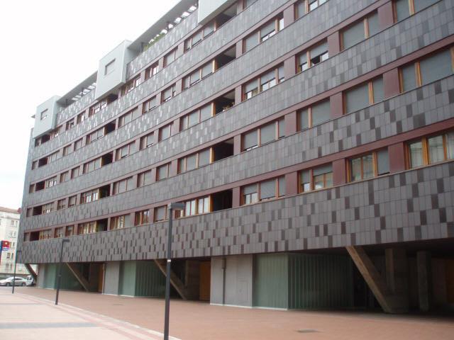 Local en venta en Lasesarre, Barakaldo, Vizcaya, Calle Escuela de Artes Y Oficios, 145.000 €, 263 m2