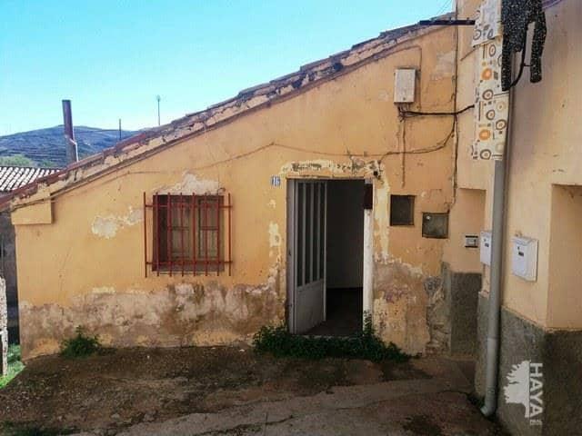 Casa en venta en Barriada Obrera del Sur, Utrillas, Teruel, Calle Baja, 34.500 €, 3 habitaciones, 1 baño, 111 m2