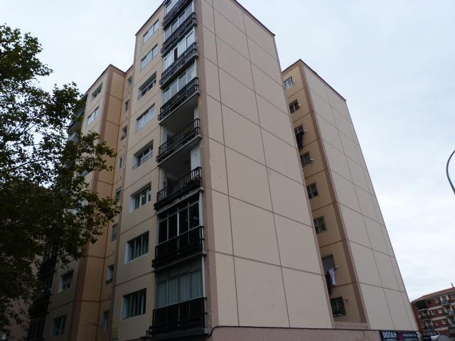 Piso en venta en Chantrea, Pamplona/iruña, Navarra, Calle Azoz, 130.000 €, 3 habitaciones, 1 baño, 88 m2