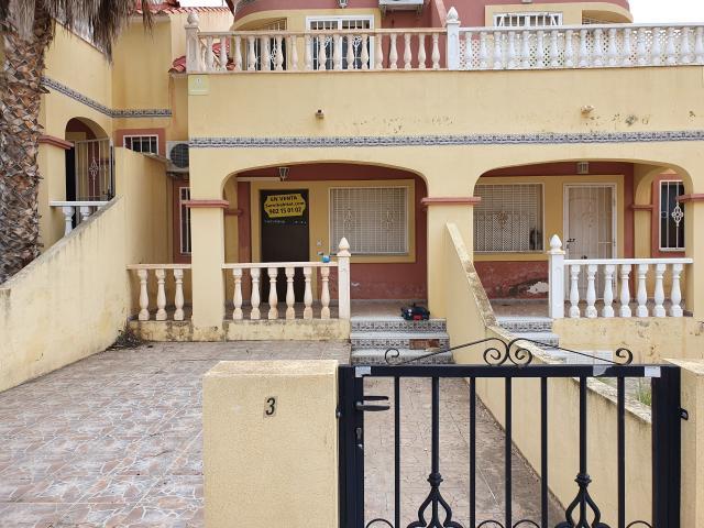 Casa en venta en Orihuela, Alicante, Calle Carolinas, 104.000 €, 3 habitaciones, 2 baños, 83 m2