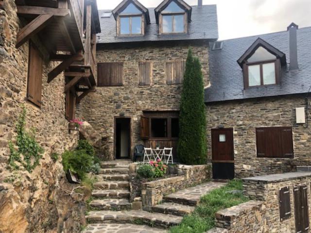 Casa en venta en Es Bòrdes, Lleida, Calle D`estremesaigües, 194.600 €, 3 habitaciones, 2 baños, 164 m2