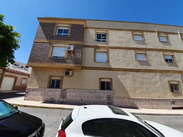 Piso en venta en La Gangosa - Vistasol, Vícar, Almería, Calle Santa Cruz, 48.000 €, 3 habitaciones, 1 baño, 105 m2