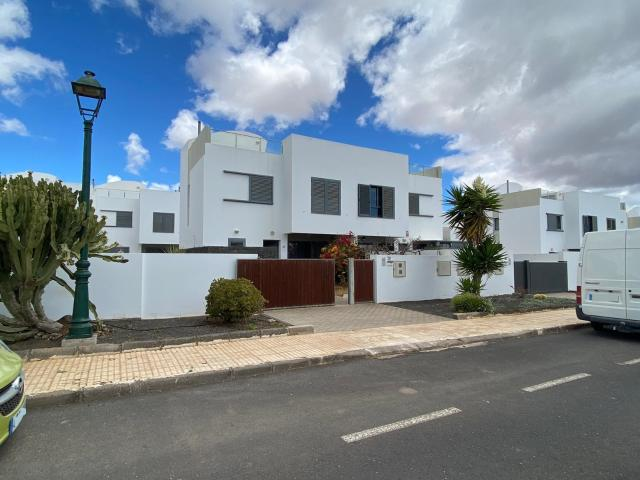 Piso en venta en Costa Teguise, Teguise, Las Palmas, Calle Timple, 210.000 €, 3 habitaciones, 2 baños, 112 m2