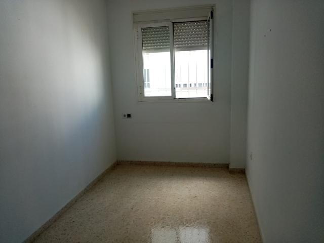 Piso en venta en Distrito Cerro-amate, Sevilla, Sevilla, Calle Candeleria, 108.800 €, 3 habitaciones, 2 baños, 120 m2