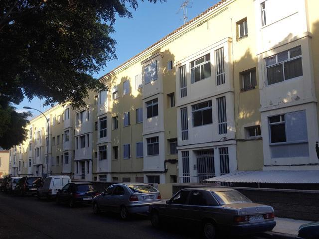 Piso en venta en Ofra-costa Sur, Santa Cruz de Tenerife, Santa Cruz de Tenerife, Calle Rambla General Garcia Escamez, 47.900 €, 3 habitaciones, 1 baño, 92 m2
