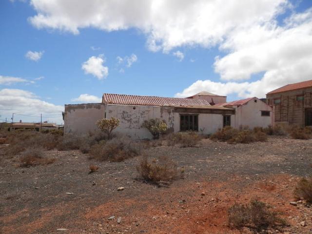 Casa en venta en Tuineje, Las Palmas, Calle Catalunya, 159.000 €, 4 habitaciones, 1 baño, 166 m2