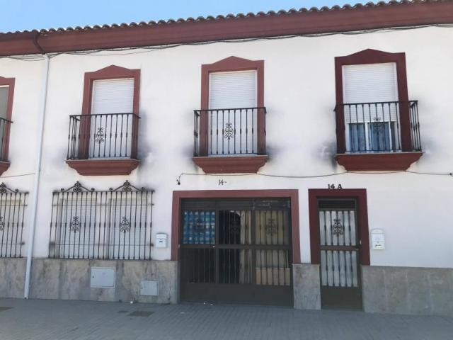 Casa en venta en La Carlota, Córdoba, Avenida Cordoba, 97.200 €, 4 habitaciones, 2 baños, 149 m2