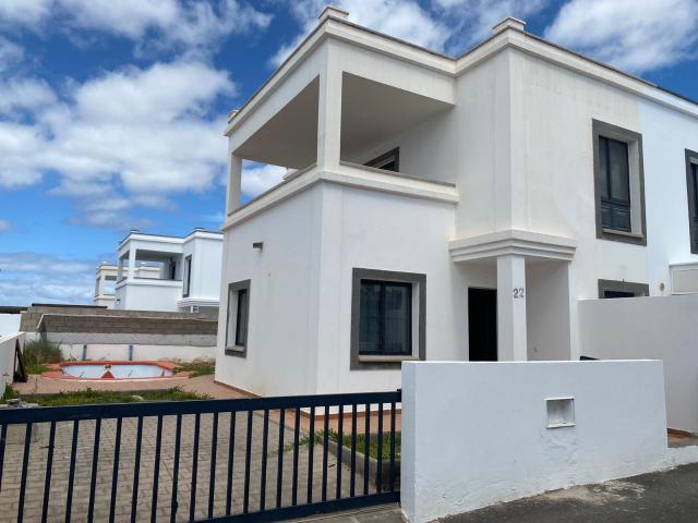 Casa en venta en Yaiza, Las Palmas, Avenida del Verol, 195.000 €, 2 habitaciones, 2 baños, 81 m2