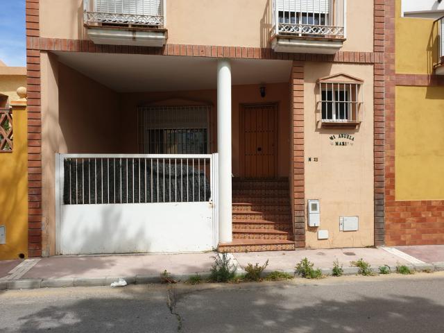 Casa en venta en Málaga, Málaga, Calle Fuente Alegre, 211.000 €, 3 habitaciones, 3 baños, 189 m2