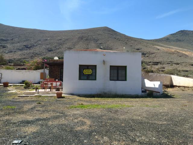 Casa en venta en La Oliva, Las Palmas, Calle Polig. 28 los Reglados, 255.000 €, 3 habitaciones, 2 baños, 250 m2
