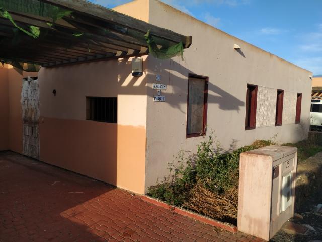 Casa en venta en La Oliva, Las Palmas, Calle Tarajal, 180.000 €, 3 habitaciones, 2 baños, 101 m2