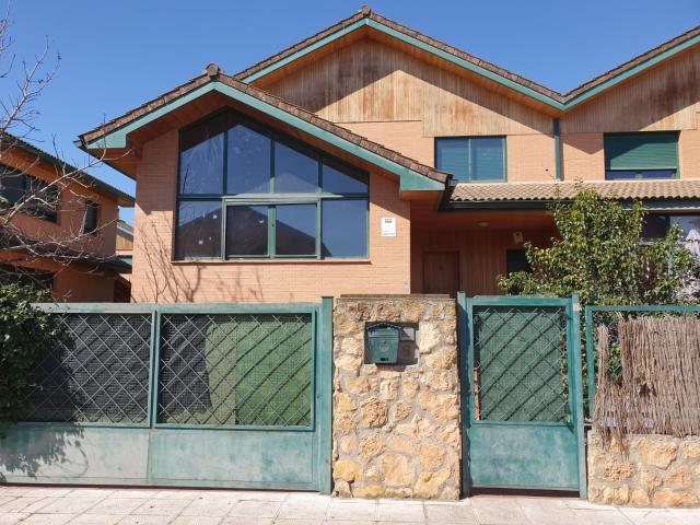 Casa en venta en Alovera, Guadalajara, Calle Vicente Aleixandre, 229.000 €, 3 habitaciones, 3 baños, 269 m2