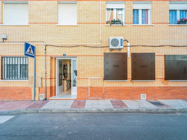 Piso en venta en Azuqueca de Henares, Guadalajara, Calle los Abetos, 80.000 €, 2 habitaciones, 1 baño, 82 m2