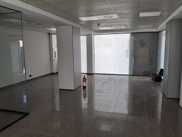 Local en venta en L` Hospitalet de Llobregat, Barcelona, Calle de la Marina, 258.100 €, 108 m2