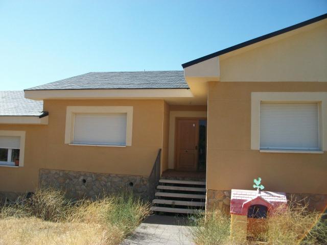 Piso en venta en Robledo de Chavela, Madrid, Calle Fuente Anguila, 203.000 €, 3 habitaciones, 2 baños, 264 m2