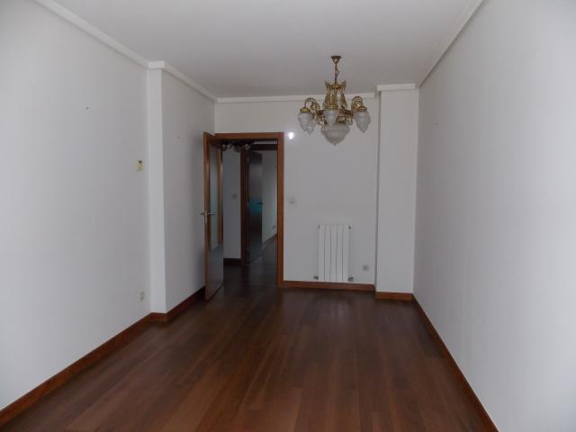 Piso en venta en Errekatxo / El Regato, Barakaldo, Vizcaya, Calle Dr. Waksman, 215.000 €, 3 habitaciones, 2 baños, 115 m2